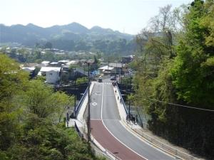 秋川を渡り小峰公園へ